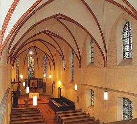 Dr.Erika Schweizer - Neue Leuchten in der Kirche